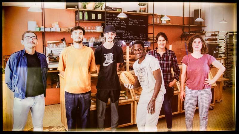Photo de Curtis BALK et Mathias SCUITTI les fondateurs de la boulangerie La Source à Forcalquier 04300 - Dans l'ordre à gauche - 800x450