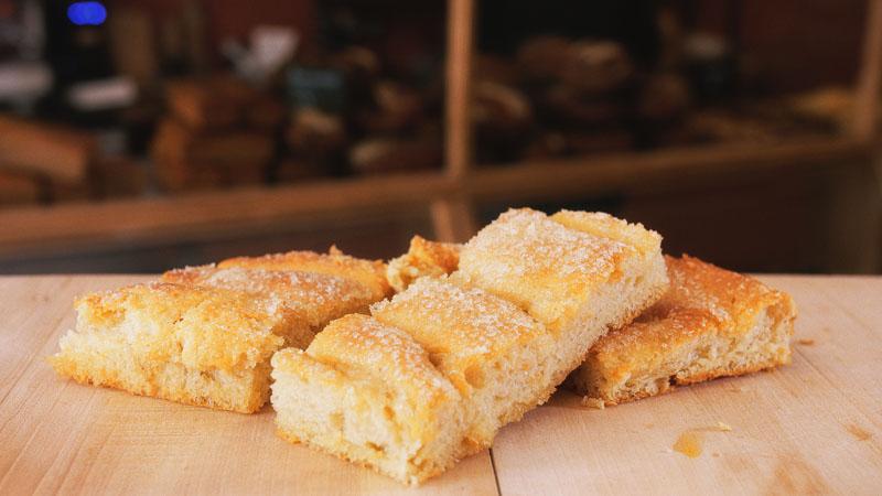 Photo des fougasse d'Aigues-Mortes de la boulangerie bio La Source à Forcalquier 04300