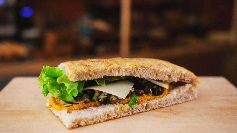 Photo sandwich végétarien de la boulangerie bio La Source à Forcalquier 04300
