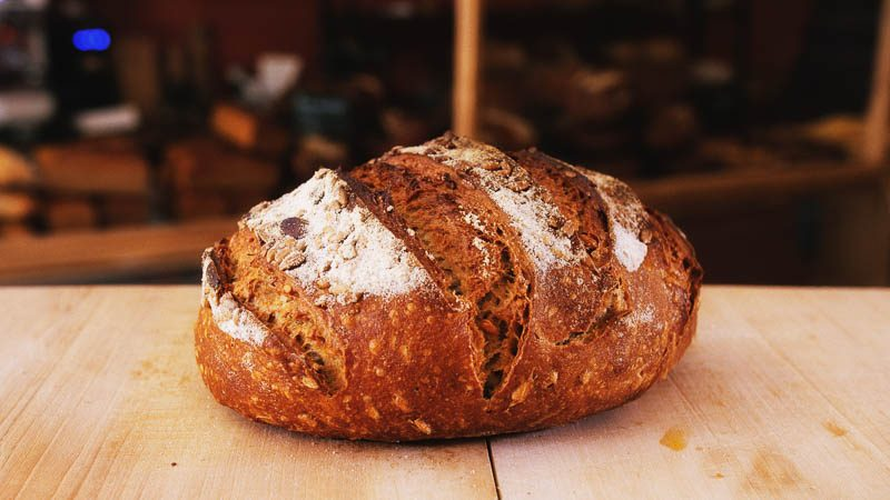 Photo boule campagne aux graines de la boulangerie bio La Source à Forcalquier 04300