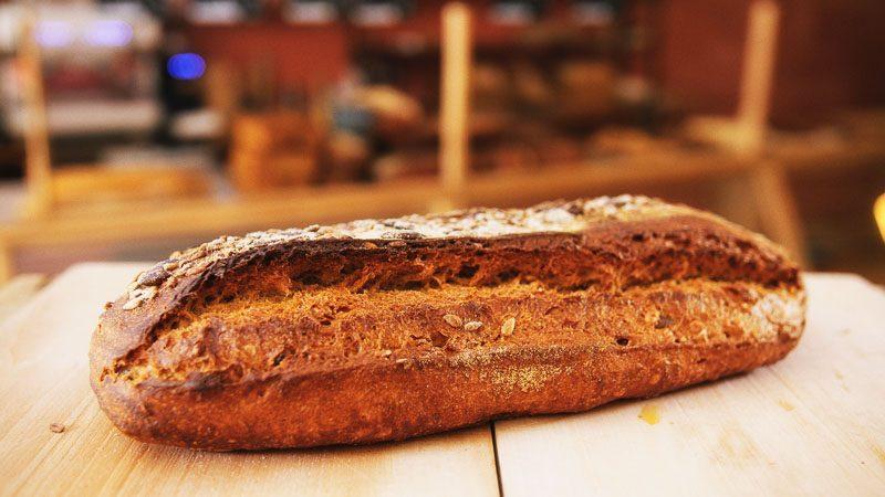 Photo pain de campagne aux graines de la boulangerie bio La Source à Forcalquier 04300